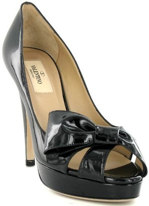 dfd40690296af Although only VERY limited sizes are left, Ann Taylor has a similar pump  (minus the platform) that retails for $155. Click on the photo below to see  if your ...